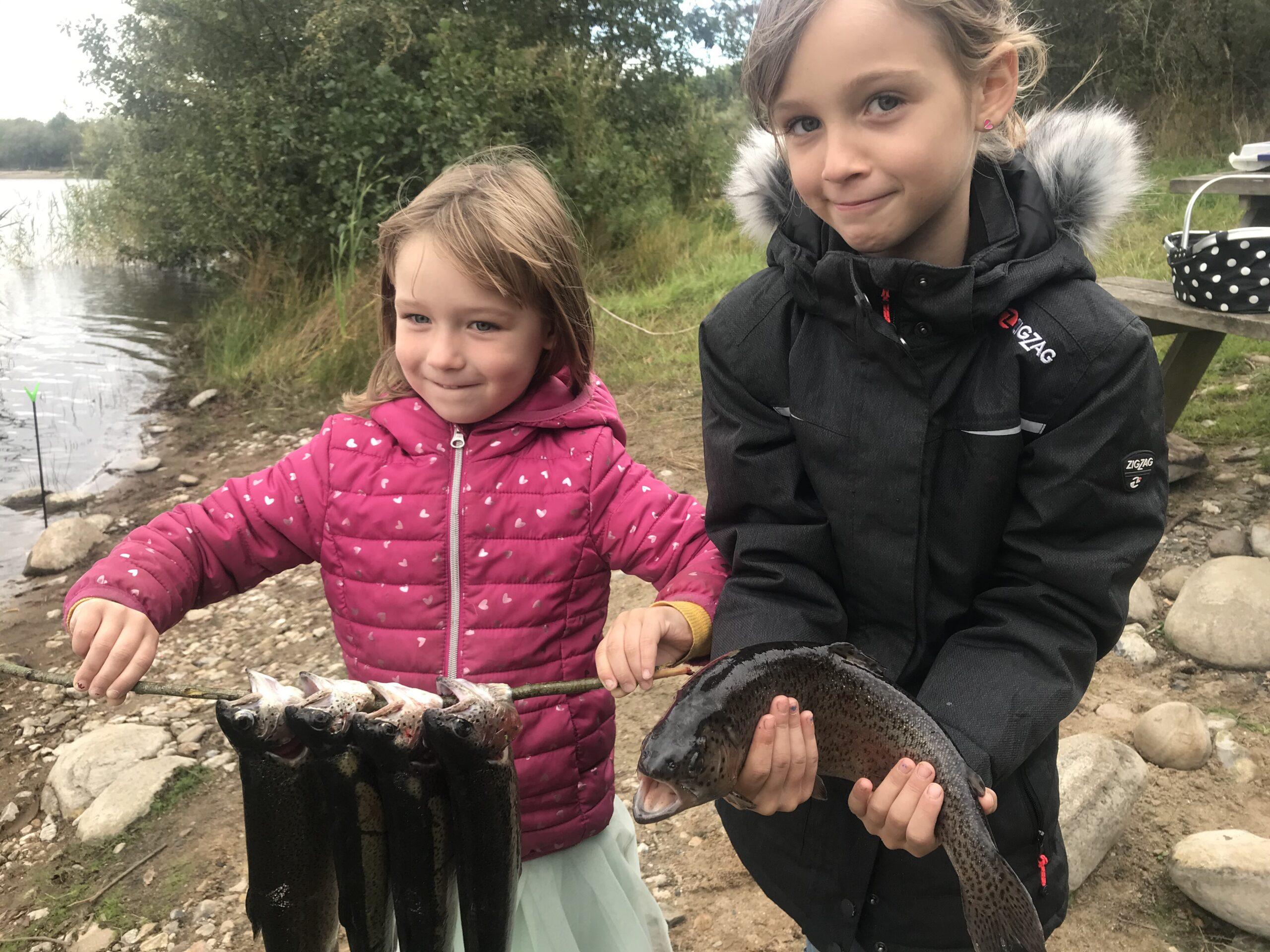 Mjøls Lystfiskeri – pigerne fangede aftensmaden