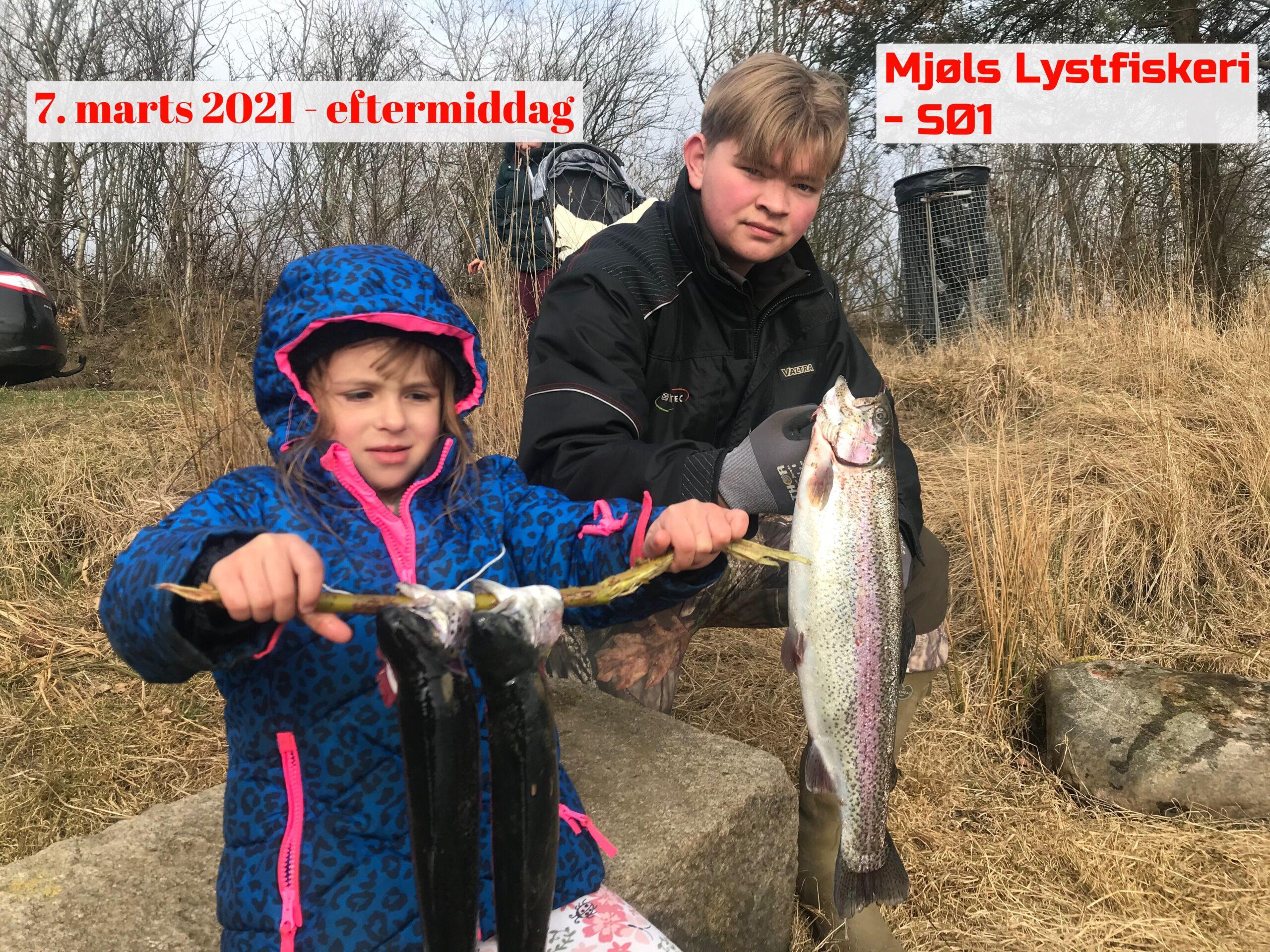 De unge fanger også ørreder i Mjøls Lystfiskeri